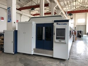 Mesin pemotong serat laser 1000W ~ 4000W yang besar untuk memotong lembaran logam halus
