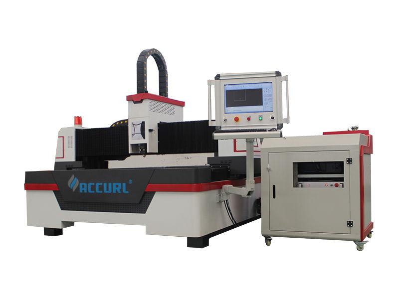 menggunakan mesin pemotong laser serat